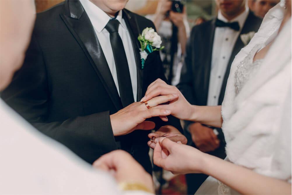 Jaką pamiątkę ślubną podarować Młodej Parze